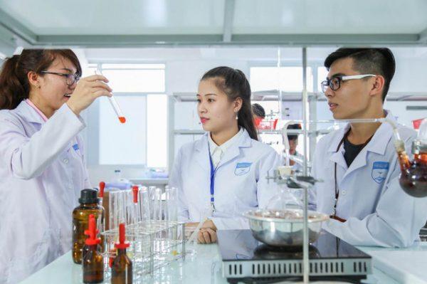 Học Dược ra làm gì? Cơ hội việc làm cho sinh viên ngành Dược