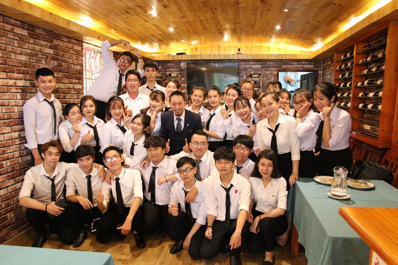 Ngành quản trị khách sạn nên học trường nào?
